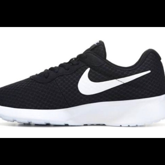 Nike Shoes - Nike women tanjuns